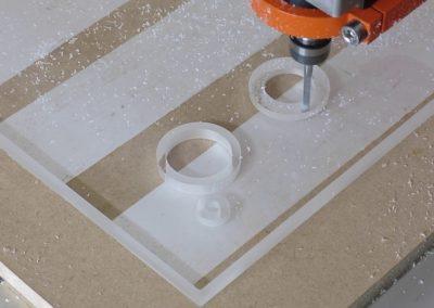 frezowanie pleksi podświetlanej